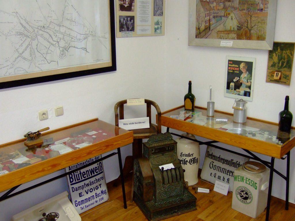 Verschiedene Exponate, dass das vielfältige Handwerk in der Stadt Gommern dokumentiert.